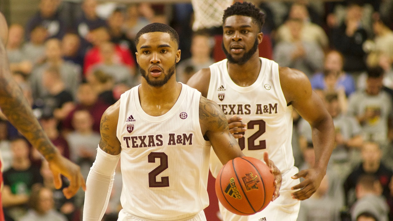 Aggies end Fayetteville losing streak with win over Arkansas, 87-80