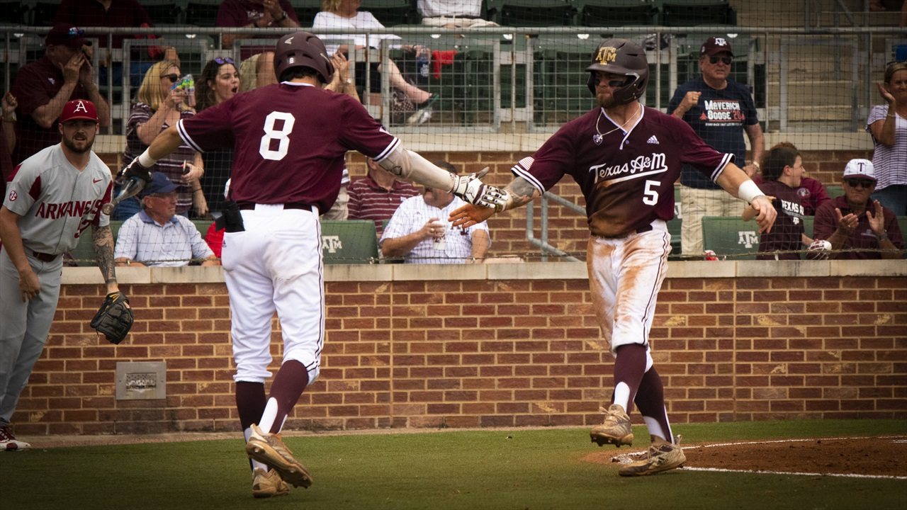 Aggies clinch series with 6-1 win over Hogs, make case to host Regional